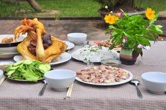Los vietnamitas adoran la bandeja de comidas en el Año Nuevo lunar Fotos de archivo libres de regalías