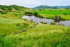 Los visitantes en la presa del sapo Fotos de archivo