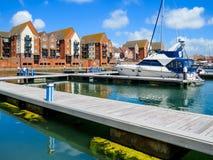 Los yates amarraron en el puerto deportivo soberano del puerto, Eastbourne fotografía de archivo libre de regalías