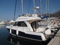 Los yates amarraron en un puerto deportivo de la cuenca mediterránea fotografía de archivo libre de regalías