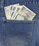 Los yenes japoneses en vaqueros embolsan, 1.000 yenes, 10.000 yenes Fotos de archivo libres de regalías
