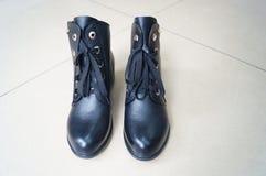 Los zapatos de cuero de las mujeres Imagen de archivo libre de regalías