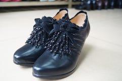 Los zapatos de cuero de las mujeres Fotografía de archivo
