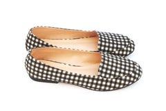 Los zapatos de la señora plana con el modelo a cuadros Fotos de archivo