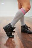 Los zapatos de los deportes se cierran para arriba Imagenes de archivo