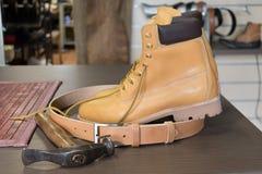 Los zapatos del ` s del zapatero Foto de archivo libre de regalías