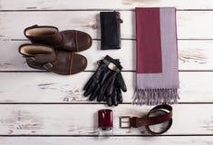 Los zapatos y el sistema de los hombres de accesorios fotos de archivo libres de regalías