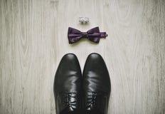Los zapatos y los accesorios de los hombres Imagen de archivo libre de regalías