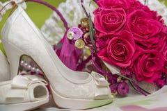 Zapatos y accesorios nupciales Foto de archivo libre de regalías