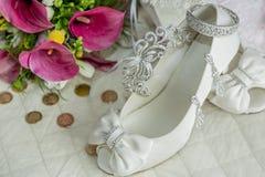 Zapatos y accesorios nupciales Fotografía de archivo libre de regalías