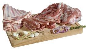 Losas de la carne en la tarjeta de corte Foto de archivo libre de regalías