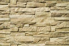 Losas decorativas del revestimiento del alivio que imitan piedras en la pared Fotografía de archivo libre de regalías