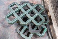 losas del Eco-aparcamiento hechas de basura plástica reciclada imagen de archivo libre de regalías