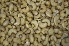 Lose frische WeißgoldAcajounüsse liegen in einem Stapel natürliche Oberflächenbeschaffenheit lizenzfreies stockbild