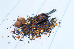 Lose Teeblätter mit Zucker Stockfotos