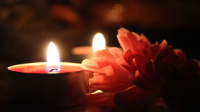 Сlose upp av stearinljus och blomman Arkivbilder