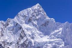 Losed sulla vista del picco di Lhotse da Gorak Shep Durante il modo al campo base di Everest Fotografie Stock Libere da Diritti