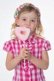 Loseup dziewczyna z ciosową koszula obraz royalty free