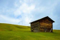 Losgemaakt huis in de bergen royalty-vrije stock fotografie