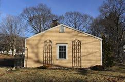 Losgemaakt huis in de voorsteden royalty-vrije stock afbeelding