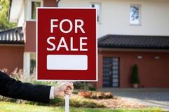 Losgemaakt huis voor verkoop stock afbeelding