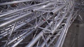 Losgemaakt kader van grote buiten geplaatste het aluminiumstructuur van het overlegstadium stock footage