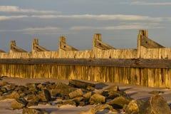 Lossiemouth östlig strandvågbrytare. royaltyfria bilder