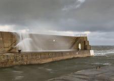 Lossiemouth hamn, vågavbrott. royaltyfri fotografi