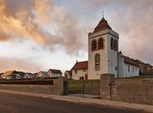 Lossiemouth kyrka för St Gerardines i den December stormen. arkivfoto