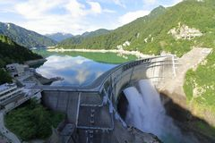 Lossing van Kurobe-dam royalty-vrije stock foto's