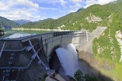 Lossing van Kurobe-dam royalty-vrije stock afbeeldingen