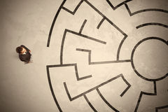 Lost business man looking for a way in circular labyrinth Stock Images
