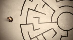 Lost business man looking for a way in circular labyrinth Stock Image