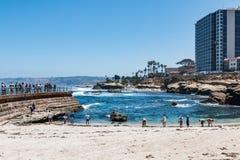 Losu Angeles Jolla dzieci ` s basen z Otaczającymi hotelami Obrazy Royalty Free
