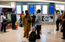 Lot informacja na Dubaj lotnisku fotografia royalty free