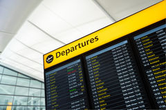 Lot informacja, przyjazd, odjazd przy lotniskiem, Londyn Fotografia Royalty Free