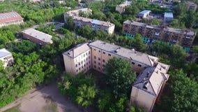Lot nad starym budynkiem zdjęcie wideo