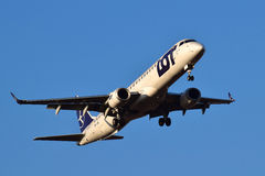 LOT Polish Airlines Embraer ERJ-195 Fotografie Stock