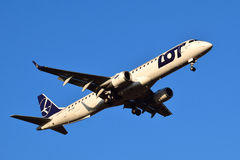 LOT Polish Airlines Embraer ERJ-195 Fotografia Stock Libera da Diritti