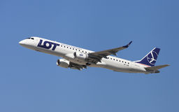 LOT Polish Airlines Embraer ERJ-195 Fotografia Stock
