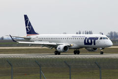 LOT - Polish Airlines Embraer ERJ-195 aircraft landing on the runway Royalty Free Stock Photos