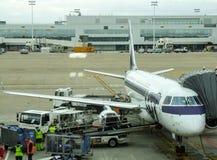 LOT Polish Airlines Embraer pendant tournent autour dans l'aéroport de Bruxelles en Belgique Photographie stock
