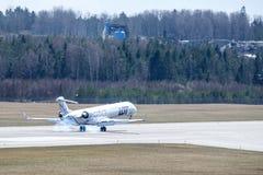 LOT Polish Airlines, Nordica, bombardiera CRJ-900LR lądowanie obrazy royalty free