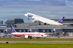 Free LOT Polskie Linie Lotnicze Embraer 195 Airplane Warsaw Airport Royalty Free Stock Images - 157993439
