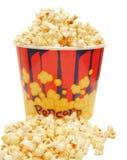 Lot Popcorn auf Weiß lizenzfreies stockbild
