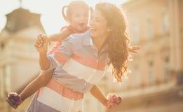 Lote da felicidade e riso quando forem junto fotos de stock royalty free