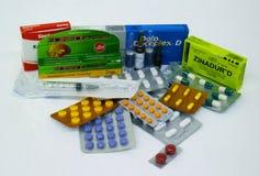 Lote das medicinas de tipos diferentes fotografia de stock royalty free