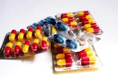 Lote de comprimidos diferentes da medicina Fotos de Stock