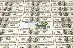 Lote de dólares das centenas e de euro 100 Imagens de Stock