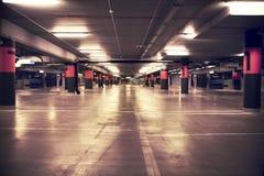 Lote de estacionamento dentro do edifício Imagens de Stock